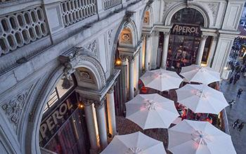 Drinkingood Locale Terrazza Aperol Cocktail Bar Milano